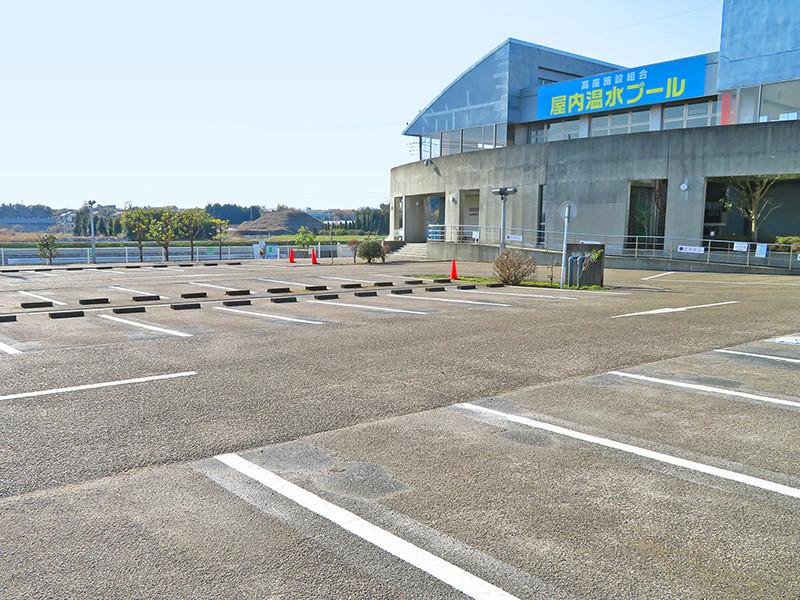 正面入口(駐車場)